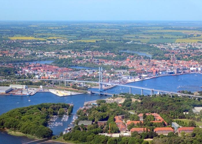 Rügenbrücke zwischen der Insel Rügen und Stralsund